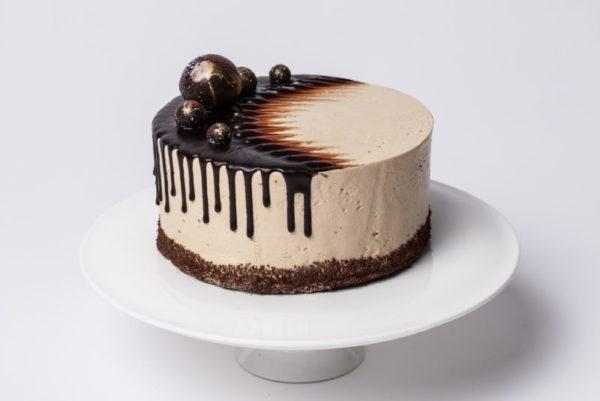 """""""Ambasadorių"""" - sirupuotas brendžiu tortas"""