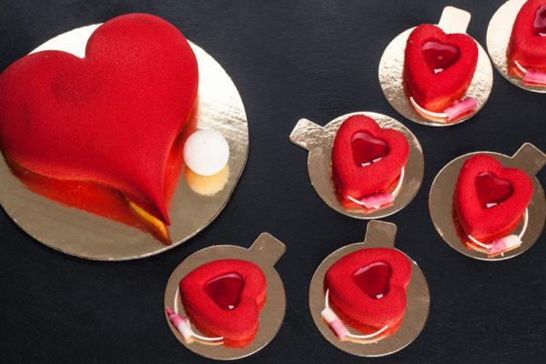 """Raudono veliūro pyragėlis """"Širdelė"""""""