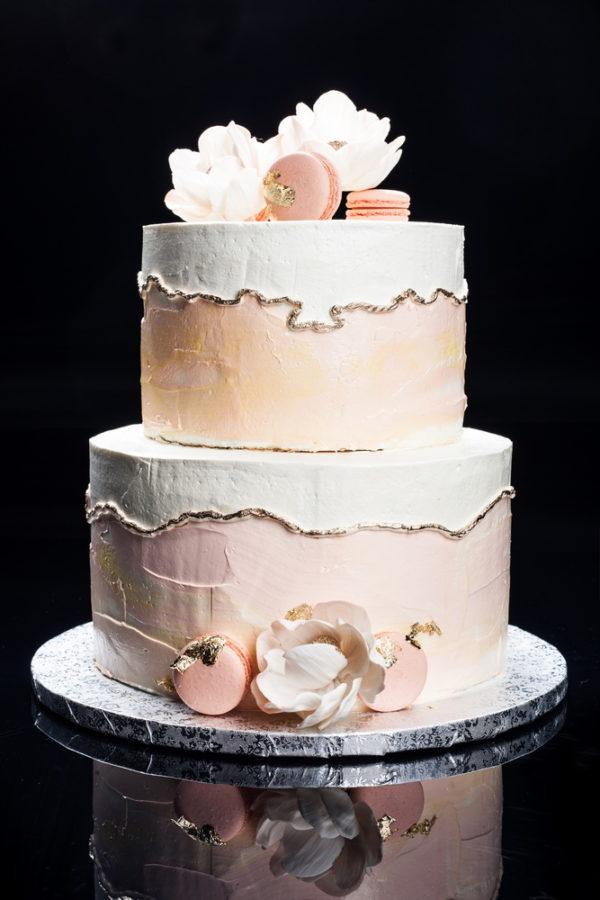 Marmurinis tortas su rožėmis