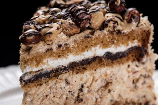 """""""Magija"""" - riešutinio morengo tortas"""