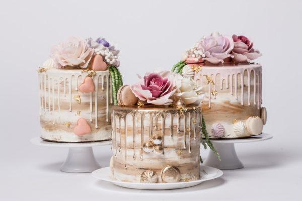 """Tortas """"Auksiniai nubėgimai su rožėmis"""""""