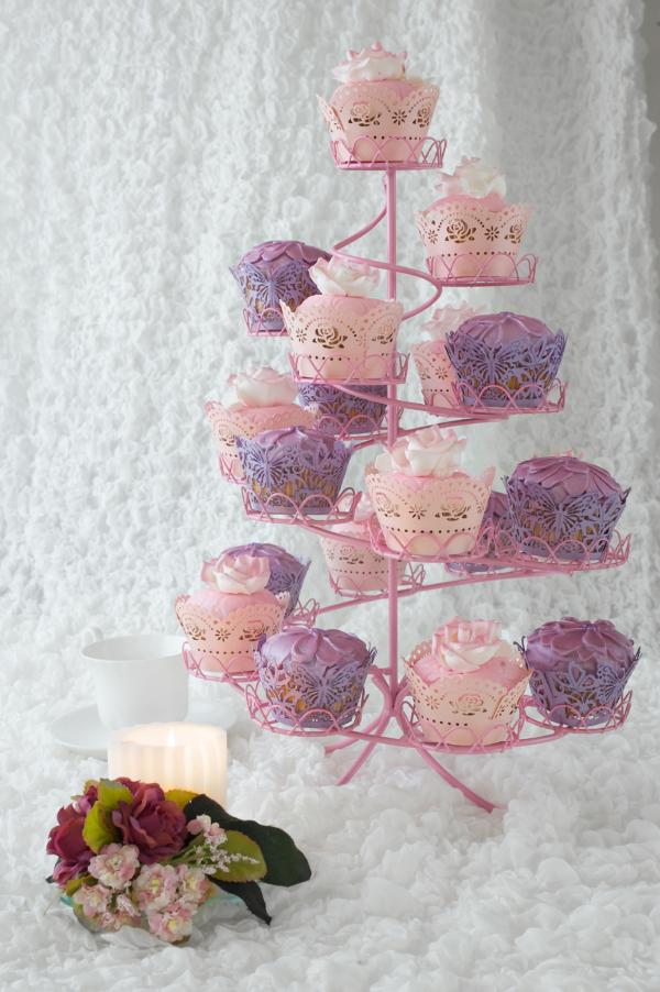 Rožiniai keksiukai su stovu