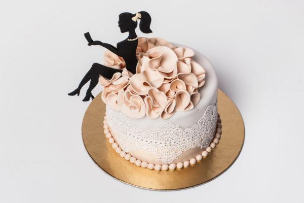 """Tortas """"Sėdinti mergina"""""""
