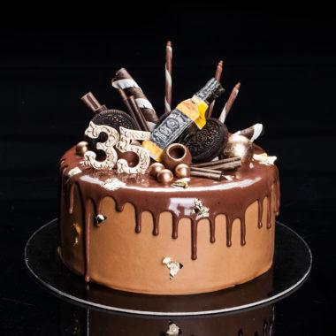 Tortas su viskio buteliu