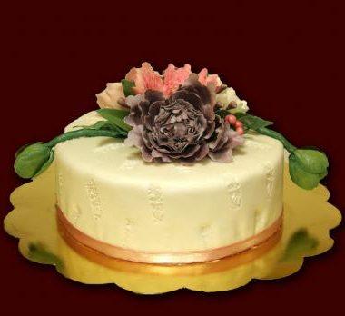 Jubiliejinis tortas su bijūnais