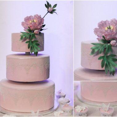 Trijų aukštų tortas su sidabriniu Sugar Veilu
