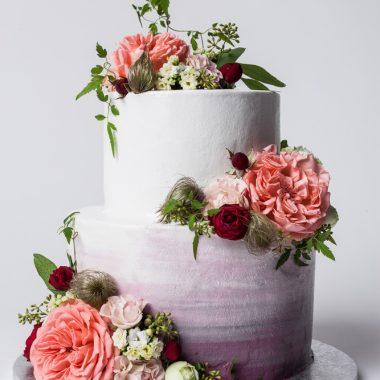 2 aukštų tortas su gyvomis gėlėmis