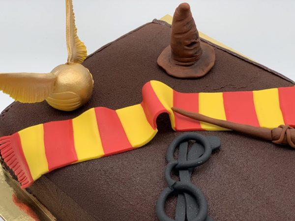 """Vaikiškas tortas """"Hario Poterio knyga"""""""