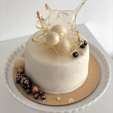 """Tortas """"Baltas su karūna"""""""