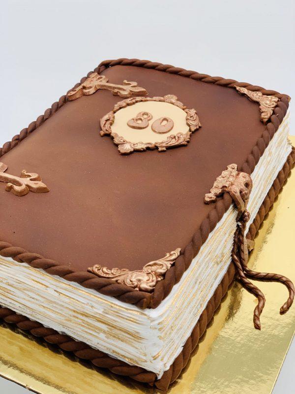 """Tortas """"Užversta knyga"""""""