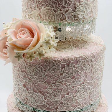 2a tortas su gifiūru ir rožėmis