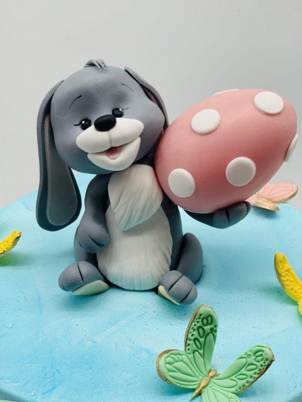 Velykinis tortas su zuikiu ir kiaušiniu