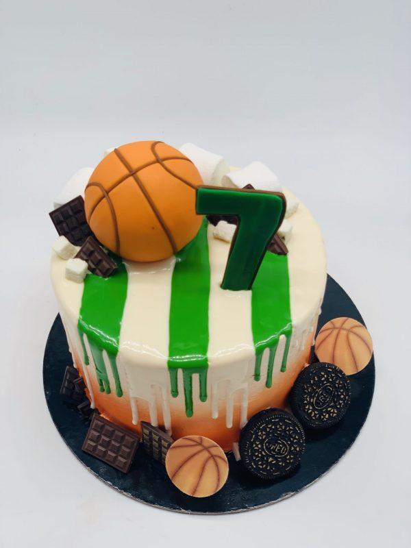 Vaikiškas tortas su krepšinio kamuoliu