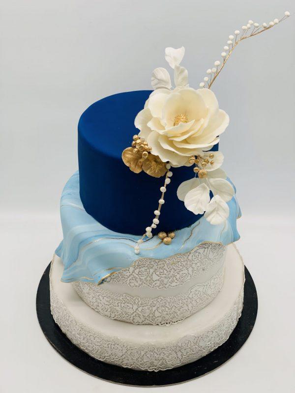 """3 aukštų tortas """"Balta - mėlyna"""""""