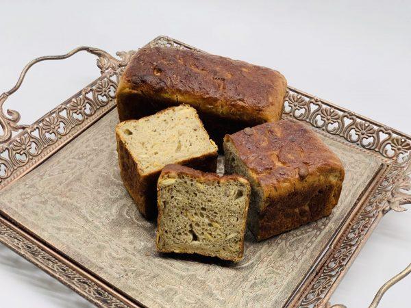 Kaimiška balta duona su moliūgais ir saulėgrąžomis