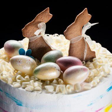 Velykinis tortas su meduoliniais zuikučiais