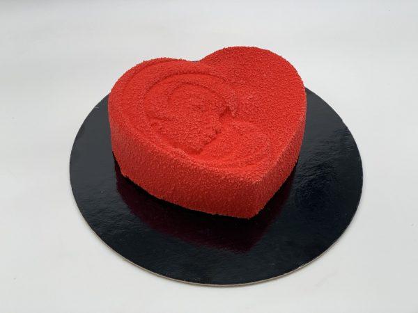 """""""Širdelė su veidu"""" - raudono veliūro tortas"""