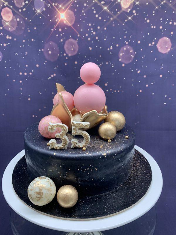 Juodas tortas su burbulais