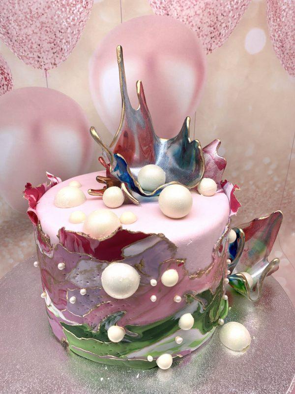 Spalvotas tortas su karūna
