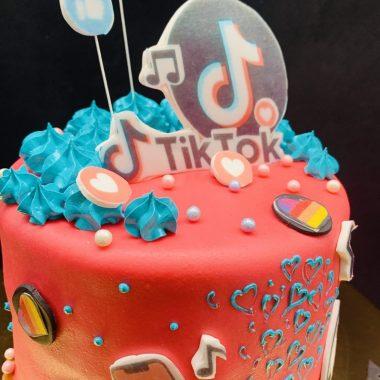 """Vaikiškas tortas """"Tik Tok"""""""