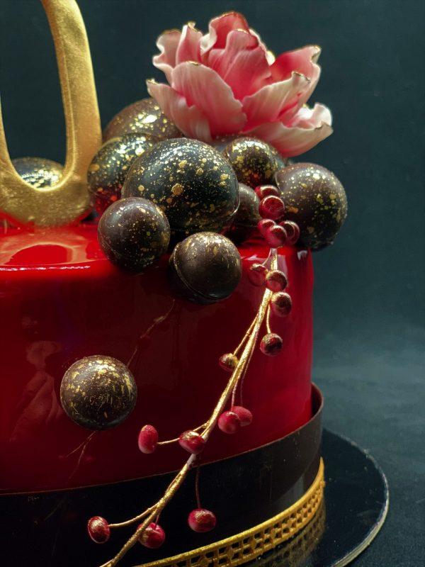 Raudonas jubiliejinis tortas