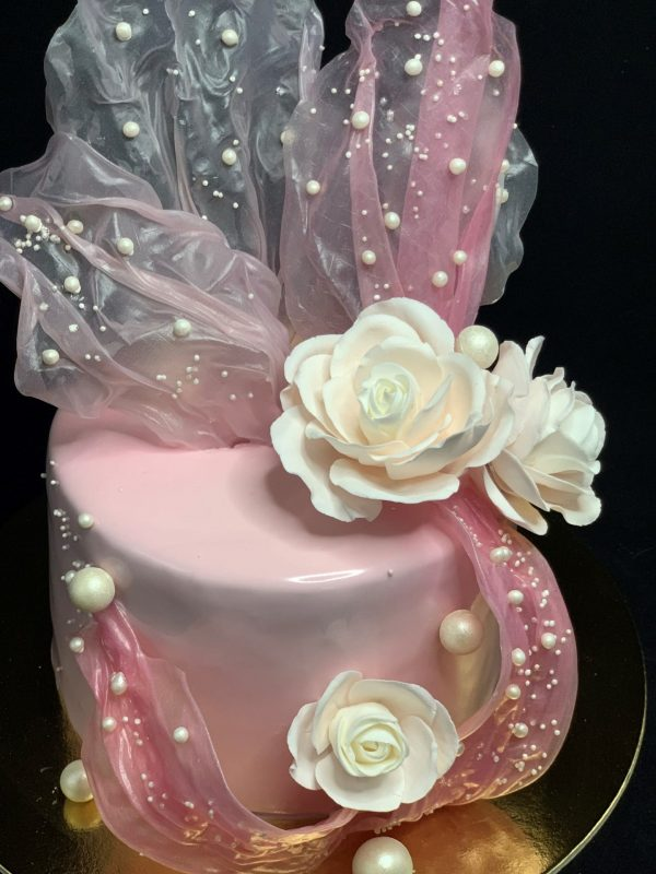 Jubiliejinis rožinis tortas su ryžiniu popieriumi