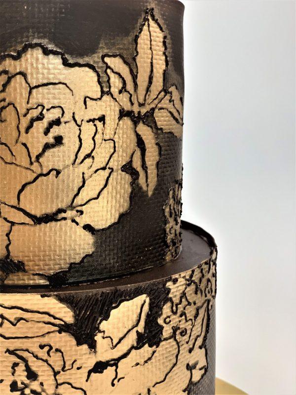 Jubiliejinis rudas tortas su bijūnu