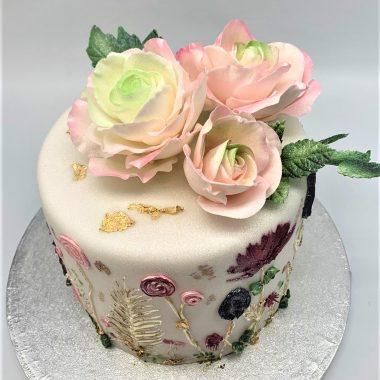 Jubiliejinis tortas su rožėmis ir gėlių ornamentais