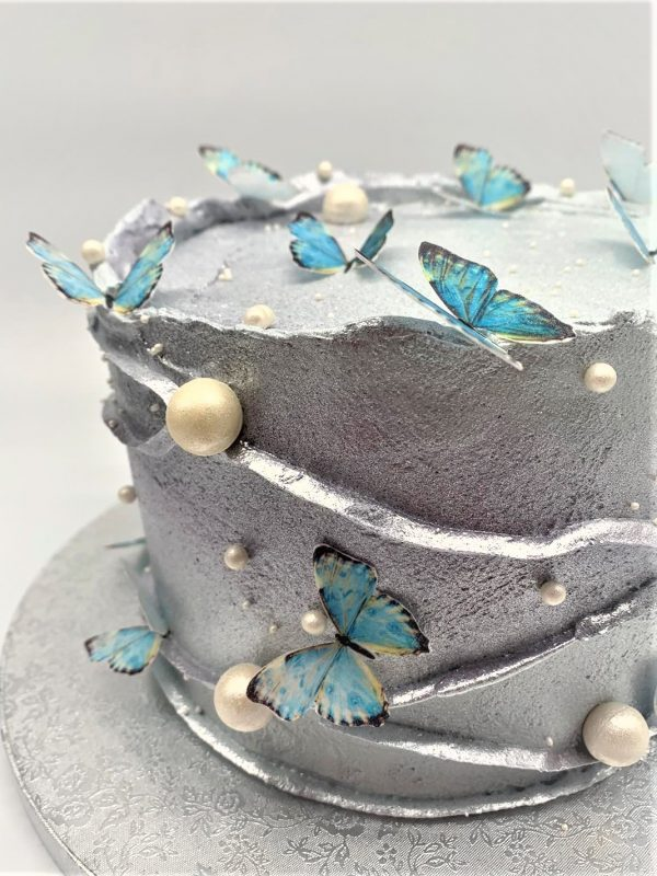 Sidabrinis tortas su drugeliais
