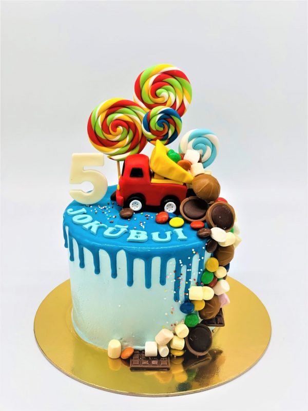 Vaikiškas tortas su sunkvežimiu