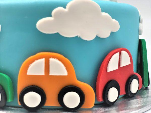 Vaikiškas tortas su mašinėlėmis
